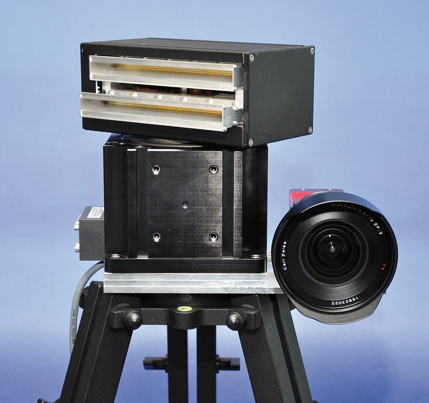 Mechanical scanning SSRS (Scanning Surveillance Radar System) with optical camera. The rotating sensor scans with a small aperture angle of 1.8° in azimuth.
